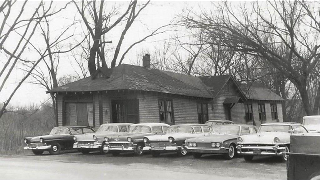 Old Building with cars Eddyville