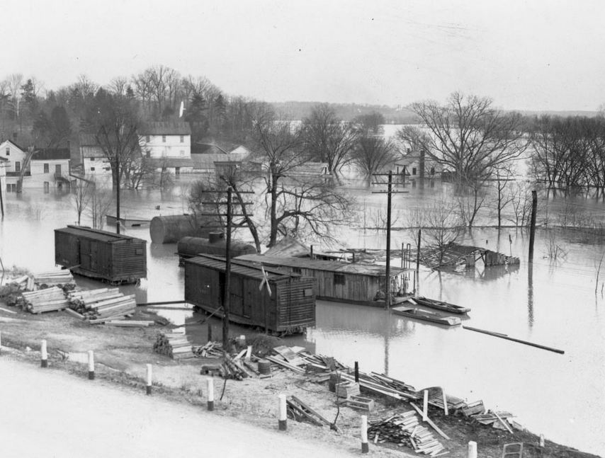Lyon County 1937 Flood - Kuttawa some people took shelter in these boxcars