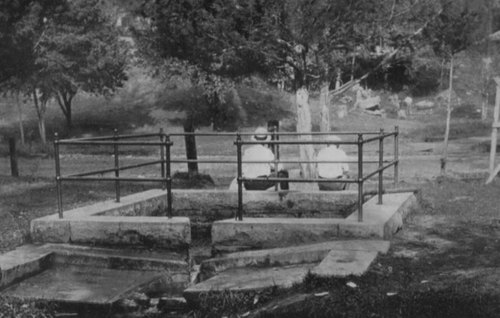 a very early photo of Kuttawa springs