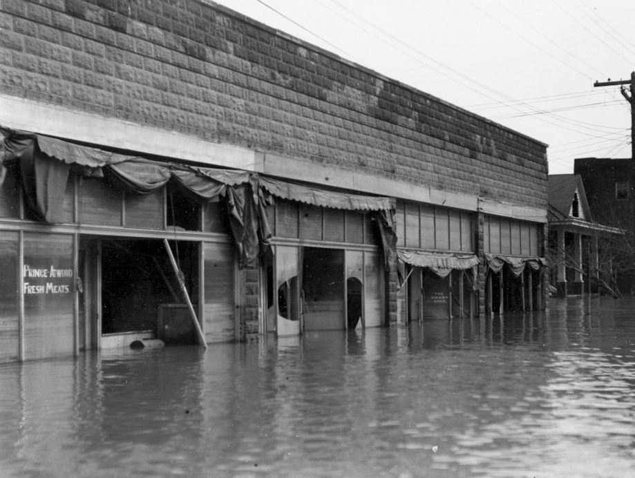 Lyon County - old Eddyville during 1937 flood when waves broke the windows