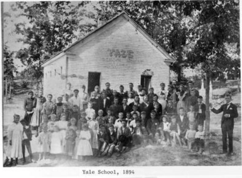 Lyon Group Photos - Yale school between the rivers 1894
