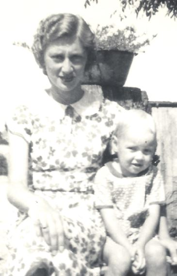 Maggie Hammons Ausenbaugh with little sister, Mary Lou